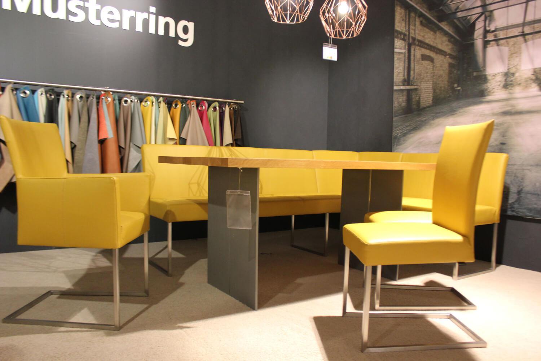 sitzgruppe nova tisch eiche mit bank und st hlen leder. Black Bedroom Furniture Sets. Home Design Ideas