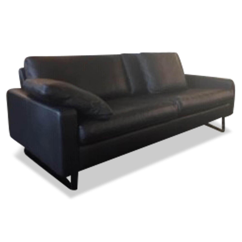 Sofa Conseta Leder Schwarz 613 Metallkufen Schwarzchrom mit 2 Kissen