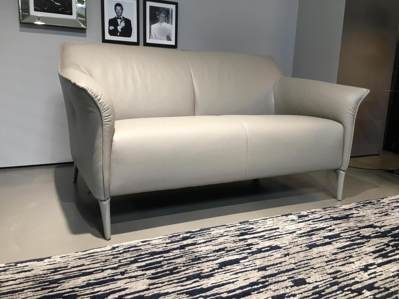 Sofa Mayon Zweisitzer. Leder Senso 1290 Mist Beige Füße